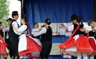 Dansul şi cântecul popular, atracţia copiilor din Tabăra de la Cehu Silvaniei