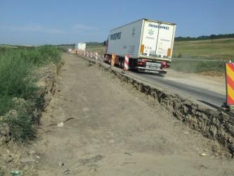 """Alunecările de teren """"faultează"""" lucrările de reabilitare a drumului Hereclean – Vîrşolţ"""