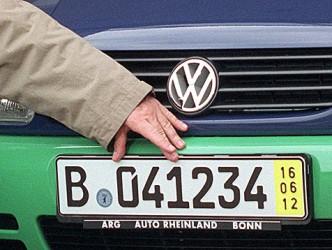 """Maşinile cu """"numere galbene"""", confiscate de poliţia maghiară"""