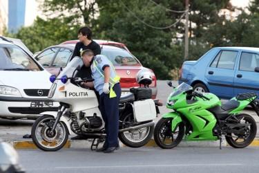 Motociclist inconştient: beat şi fără permis