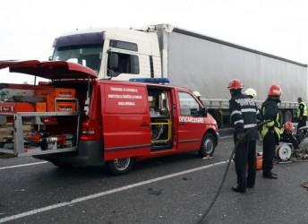 Autotren avariat într-un incident rutier, la Sutor