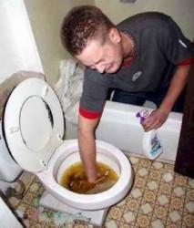 """Din ciclul """"Ce mai aruncă zălăuanii în WC-uri""""?"""