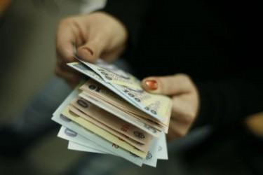 Întărirea leului scumpeşte dobânda la credite în moneda naţională