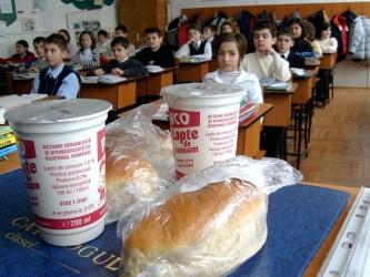 Elevii sălăjeni vor avea lapte şi corn în pauza mare