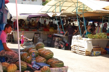 Legume şi fructe mai ieftine în Piaţa Zalăului