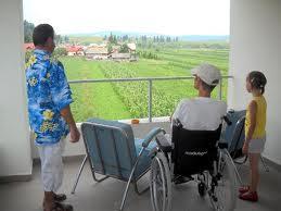 Restanţele salariale pun pe jar asistenţii persoanelor cu dizabilităţi
