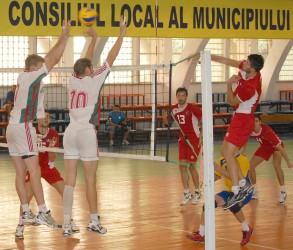 România a câştigat în cinci seturi primul amical din Ungaria