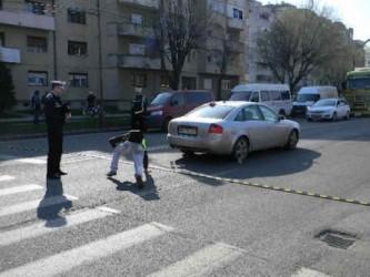Fetiţă de 11 ani, lovită pe trecerea de pietoni