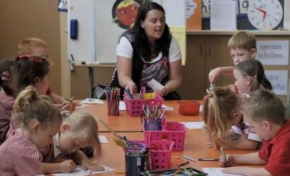 Mobilierul pentru clasele pregătitoare a ajuns în toate şcolile