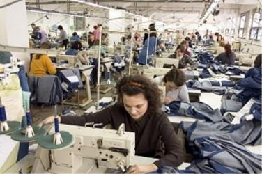 Patronii sălăjeni din confecţii şi industria alimentară caută angajaţi