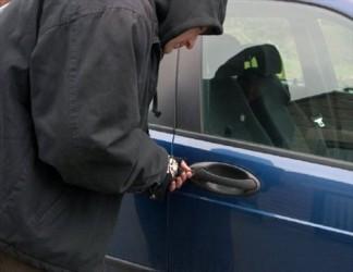 Hoţii din maşini preferă banii şi telefoanele mobile