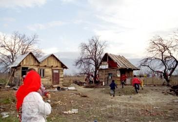 Prefectura îşi trimite reprezentanţii la Surduc pentru a lămuri problemele romilor