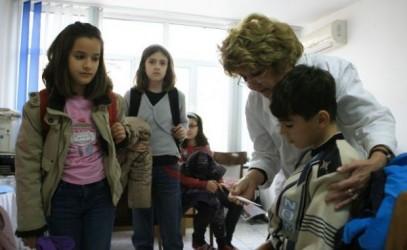 Şcolarii sunt căutaţi de păduchi şi râie
