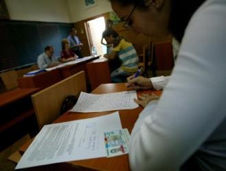 Peste 1.100 de elevi, beneficiari ai bursei sociale de 180 de lei