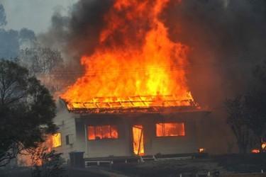 Pentru a se răzbuna pe fosta soţie, a incendiat casa socrilor!