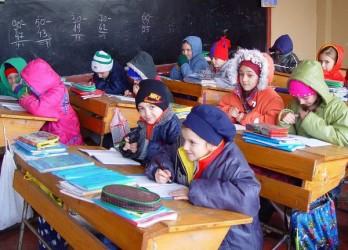 Căldură în şcoli şi grădiniţe, abia de săptămâna viitoare