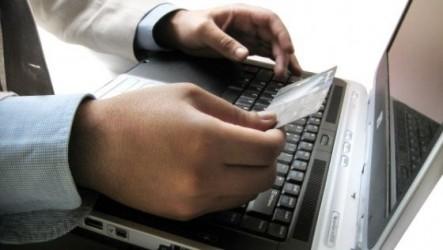 Cei care plătesc taxele şi impozitele cu cardul pe Internet nu vor plăti comision