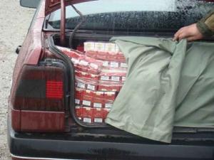 Contrabandiştii de ţigări, trimişi în faţa judecătorilor