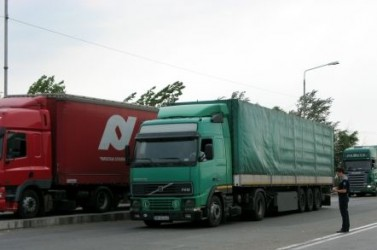 Atenţie sălăjeni! La graniţă cu Ungaria, TIR-urile sunt trase pe dreapta