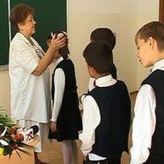 Copii cu păduchi şi micoze, descoperiţi în şcoli!