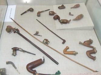 Pipe din coceni şi scoici, în expoziţie la Zalău