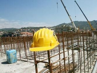 Angajaţii din construcţii, puşi pe liber