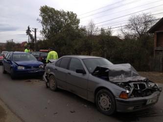 Trei maşini, implicate într-un accident în Crişeni