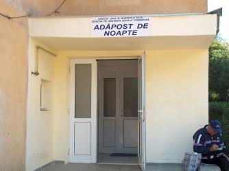 Frigul ultimelor nopţi a umplut Adăpostul de noapte din Zalău