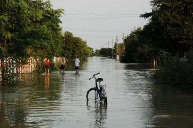 Sinistraţii din Almaşu nu vor să îşi abandoneze casele