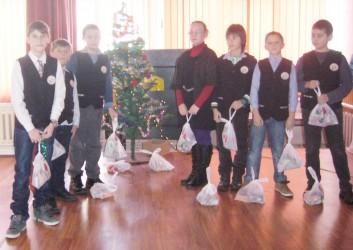 """Moş Crăciun iubeşte toţi elevii Şcolii """"Porolissum"""" Zalău"""