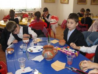 """Elevii de la Şcoala """"Simion Bărnuţiu"""" au învăţat arta olăritului"""