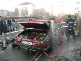 Două maşini, cuprinse de flăcări în Zalău