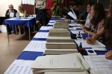 Preşedinţii secţiilor de votare, instruiţi de pompieri