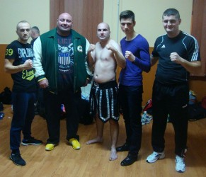 Câştigători la primul meci de kickbox din carieră