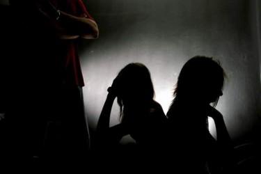Traficanţi de persoane, trimişi în judecată