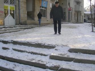 Zălăuanii, somaţi să cureţe trotuarele de zăpadă şi gheaţă