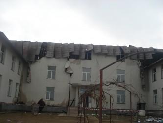 În miezul iernii, elevii din Stârciu învaţă fără acoperiş deasupra capetelor
