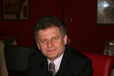 Poetul Mircea Petean, primul invitat al lecturilor publice din 2013