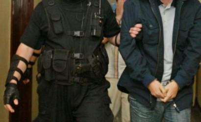 Tineri arestaţi preventiv pentru furt calificat