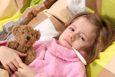 Sute de copii cu viroze şi pneumonie