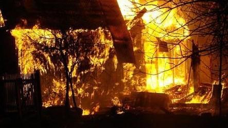 Incendiu de proporţii la un adăpostul de oi din Stârciu