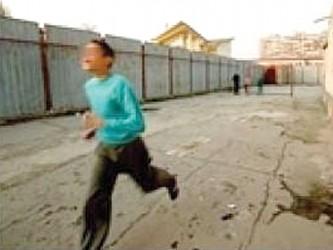 Împins de foame, un copil din Sînmihaiu Almaşului a ajuns hoţ la 12 ani