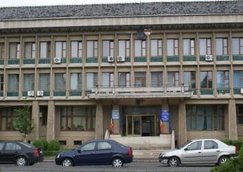 """Reprezentanţii pensionarilor, adunaţi sub """"umbrela"""" Prefecturii"""