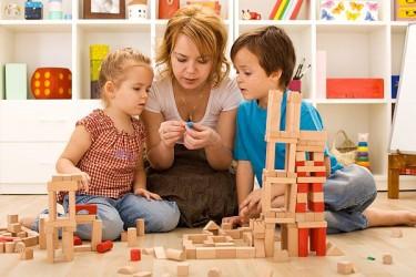 Zeci de copii cu autism primesc asistenţă gratuită
