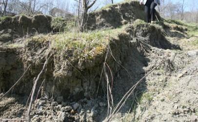 Dezastru la Recea: alunecările de teren s-au reactivat