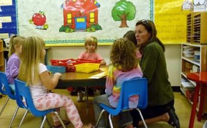 Tot mai mulţi copii ajung la orfelinat