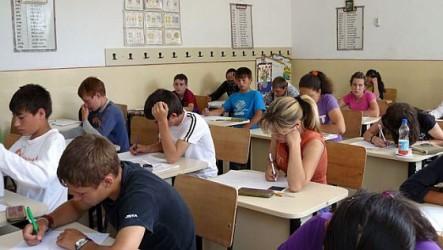 Clasa a IX-a ar putea rămâne la liceu