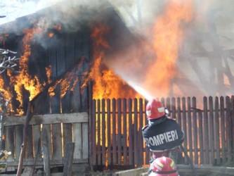 Iarna aceasta, zeci de locuinţe au fost distruse în incendii
