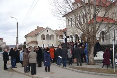 """Enoriaşii de la """"Sfântul Ştefan"""" ameninţă că renunţă la biserică"""