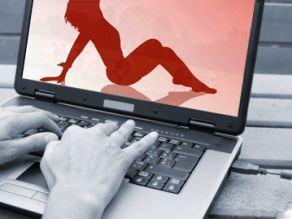 """Minoră din Sălaj, """"dezbrăcată"""" pe internet de fostul prieten"""